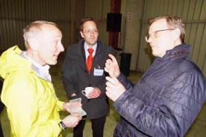 MP Ramelow und Fritz Sell im lebhaften Gespräch über die Höllentalbahn
